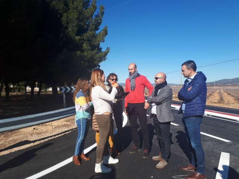 El Diputado de Carreteras e Infraestructuras, Pablo Seguí visitando las actuaciones ejecutadas en Utiel. /EPDA