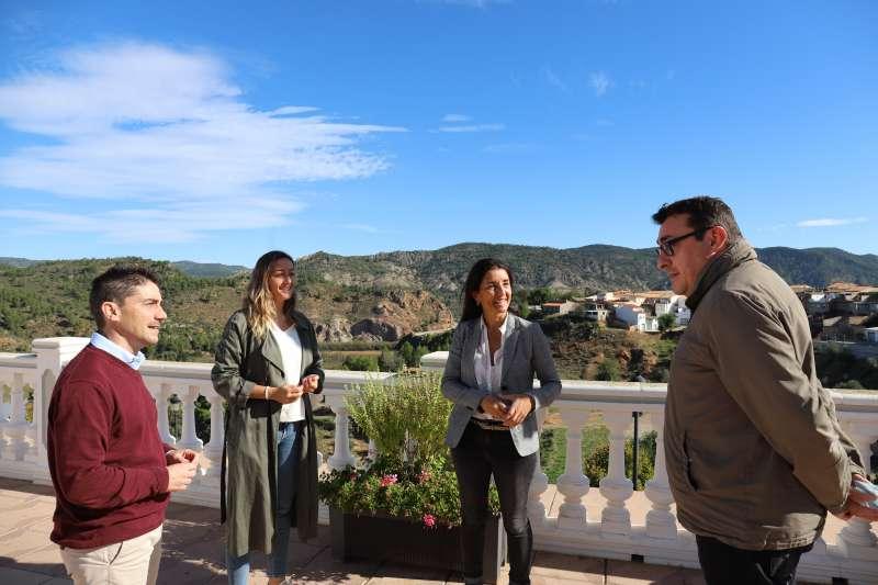 Ruth Merino junto a Rocío Gil, Jesús Gimeno y Salvador Honrubia en la seua visita a Cofrentes./EPDA