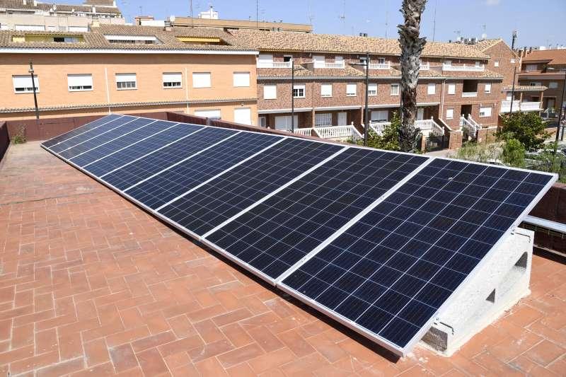Placas solares en un tejado. EPDA