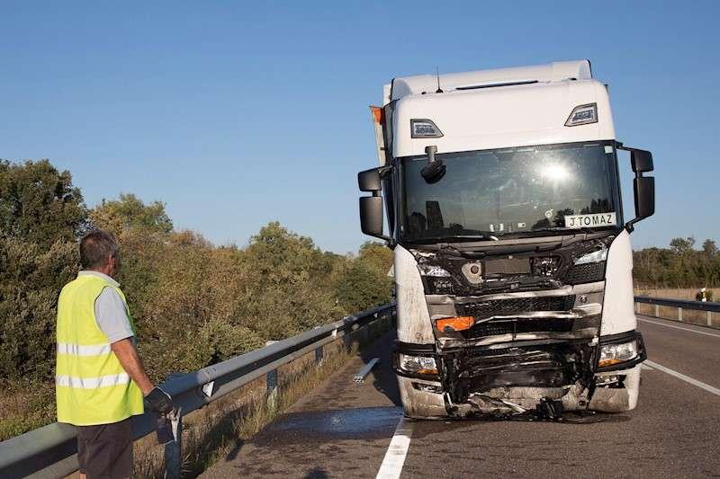 Imagen de un camión siniestrado. EFE/Archivo