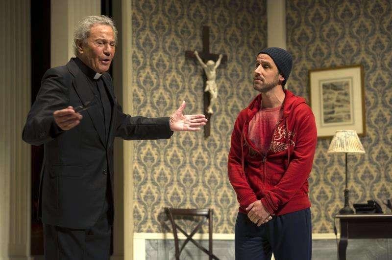 AEl actor asturiano Arturo Fernández (i) en el teatro. EFE/Archivo