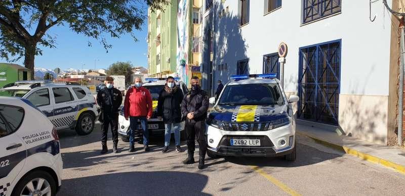 Presentació dels cotxes de policia amb el regidor Ciro Ferrer i l