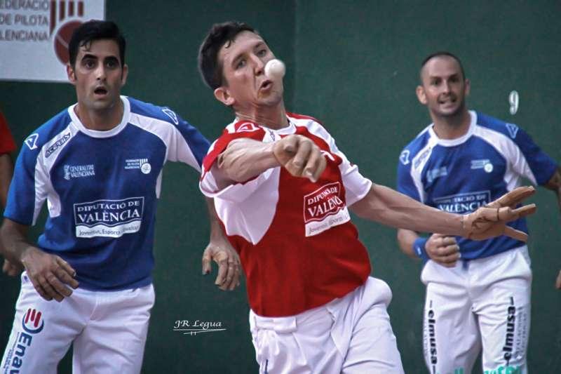 Jugadores de la modalidad jugando la gran final de 1ª categoria. Juan Legua