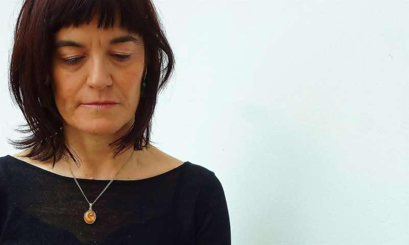 Una imagen de la ganadora del premio de la crítica 2021 en su modalidad de poesía en catalán. EFE